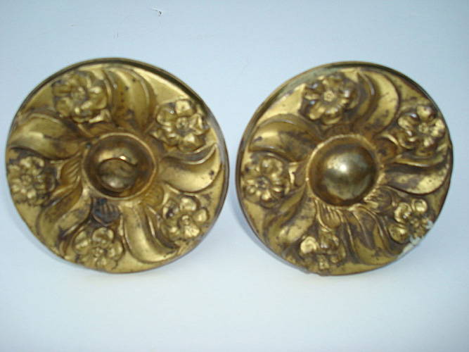 PAIR OF ROUND GILT BRASS CURTAIN PINS, 3 INCH  D. ANTIQUE 19TH C.