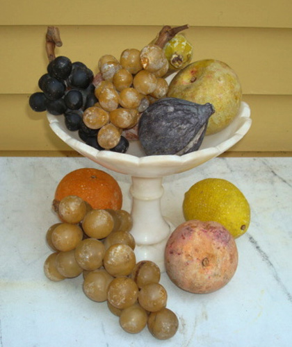 STONE FRUIT, ANTIQUE 10 PIECES AND ALABASTER COMPOTE