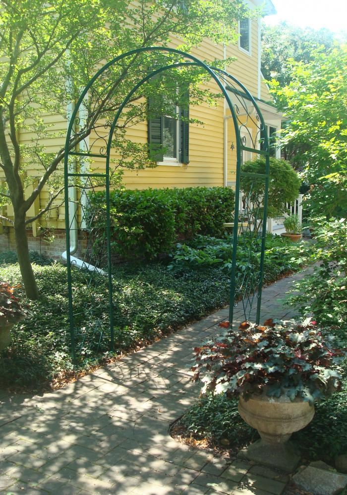 ARCHED TRELLIS, WROUGHT IRON, VINTAGE