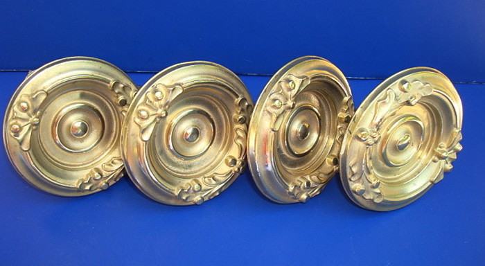 SET OF FOUR ANTIQUE ROUND BRASS CURTAIN PINS/ TIE BACKS. 3 3/8