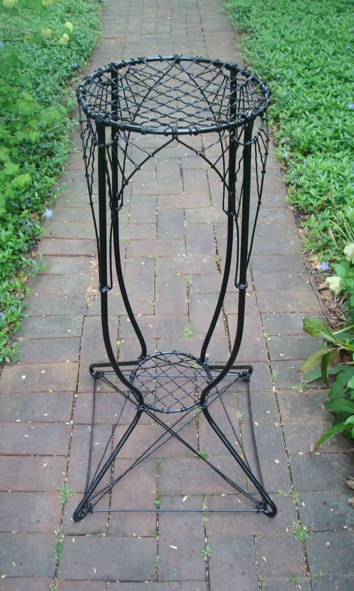 WIRE PLANT STAND, VERTICAL DESIGN, ANTIQUE