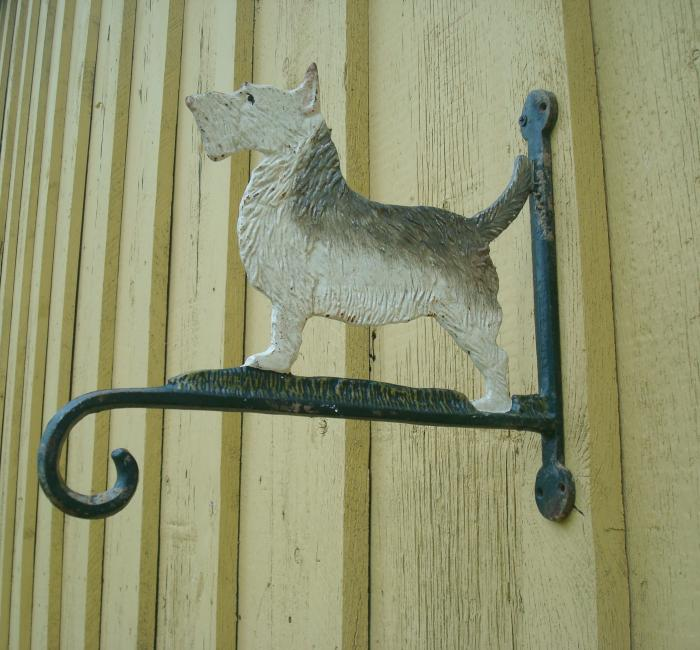 SCOTTIE DOG SIGN HOLDER,  IRON