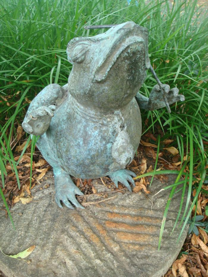 FROG STATUE, WEATHERED BRASS, VINTAGE