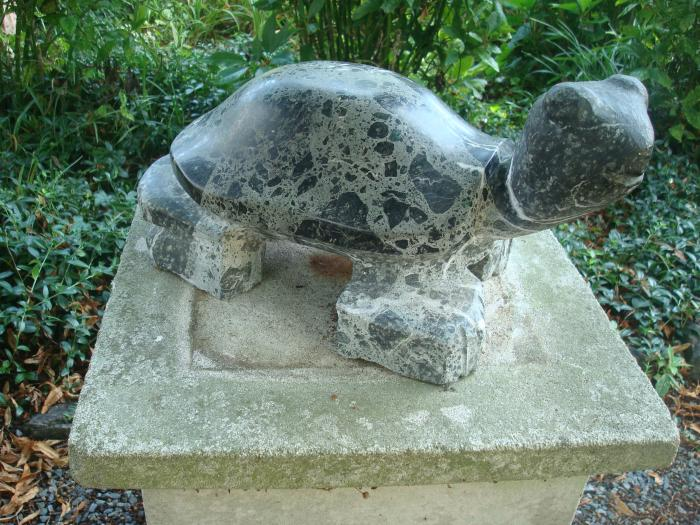 STONE TURTLE, BLACK AND WHITE MARBLE