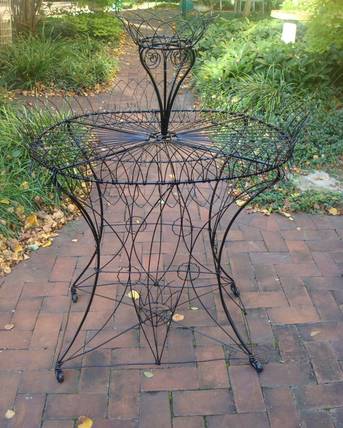 WIRE OVAL PLANT STAND, ANTIQUE