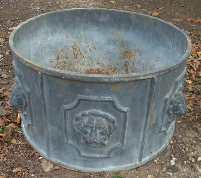 LION PLANTER POT, ROUND CAST IRON