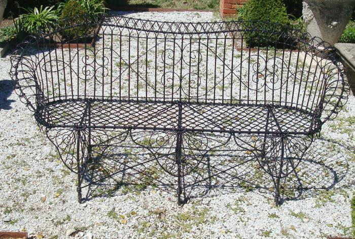 LARGE WIRE SETTEE OR BENCH,  19TH CENTURY VICTORIAN