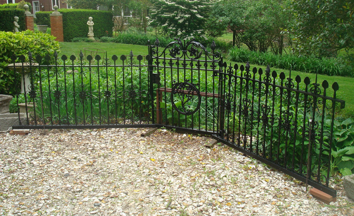 ANTIQUE GATE AND FENCING, CAST IRON, LATE 19TH CENTURY