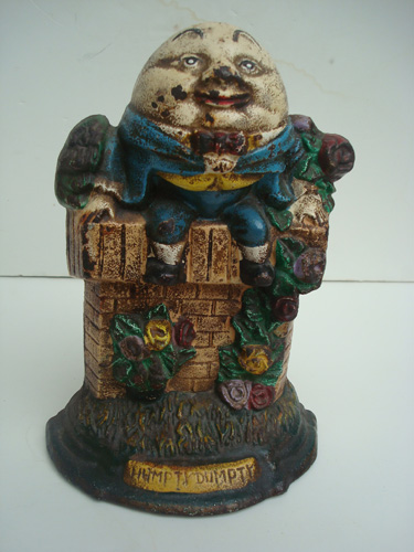 HUMPTY DUMPTY DOORSTOP, ANTIQUE CAST IRON, C. 1930